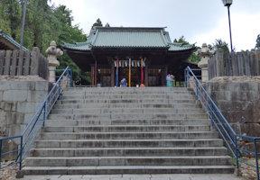 社殿前の石段