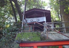 御穴様の社殿