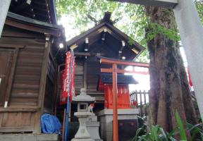 本殿と末社・見送稲荷神社