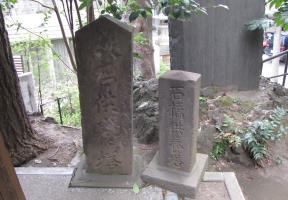 敷石供養碑と石橋供養碑