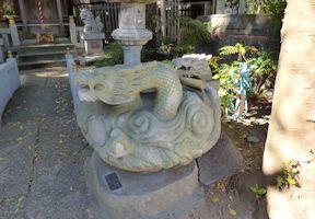 水神社の水盤