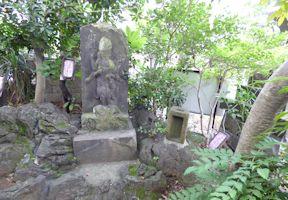 庚申塔と水神宮
