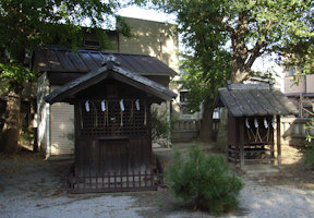 稲荷神社・皇産霊神社