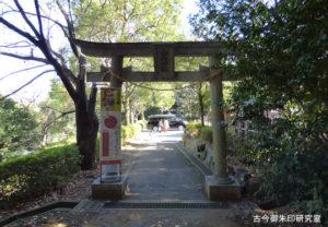 落合白山神社裏参道の鳥居