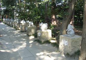十二支石像