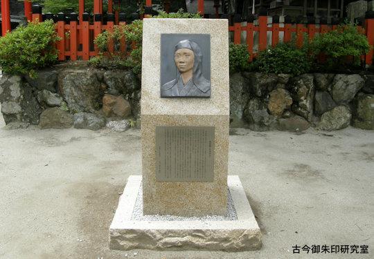 今宮神社桂昌院のレリーフ