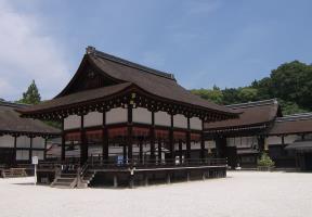 舞殿と中門