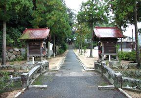 神橋と随神神社