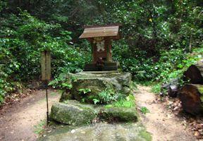 閼伽井と水神社