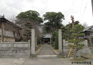 周敷神社境内入口